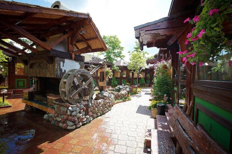 Мельница в ресторанном дворике
