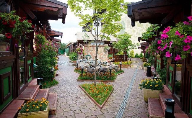 Территория ресторанного дворика