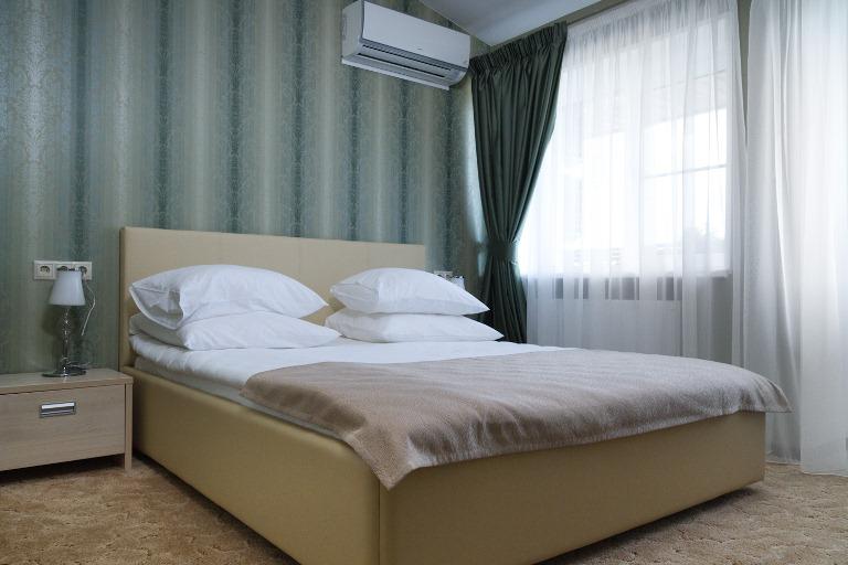 Номер Стандарт в отеле - кровать