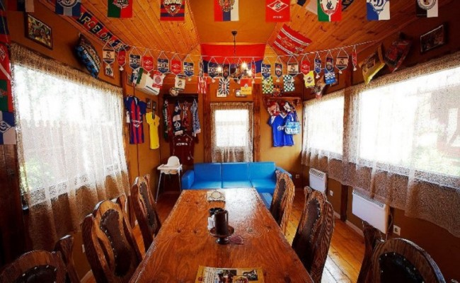 Стол в домике Спорт