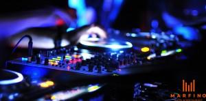 DJ и живая музыка