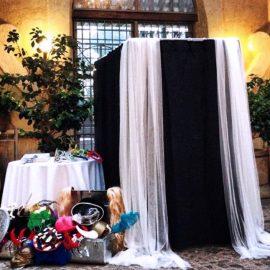 Идеи для свадьбы: фотокабина для гостей