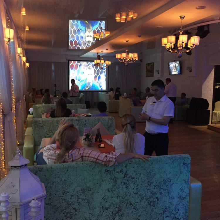Веранде гости празднование Marfino
