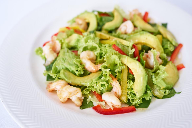 Салат с креветками авокадо