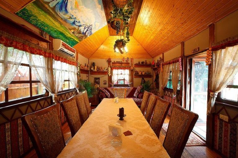 Стол в армянском домике