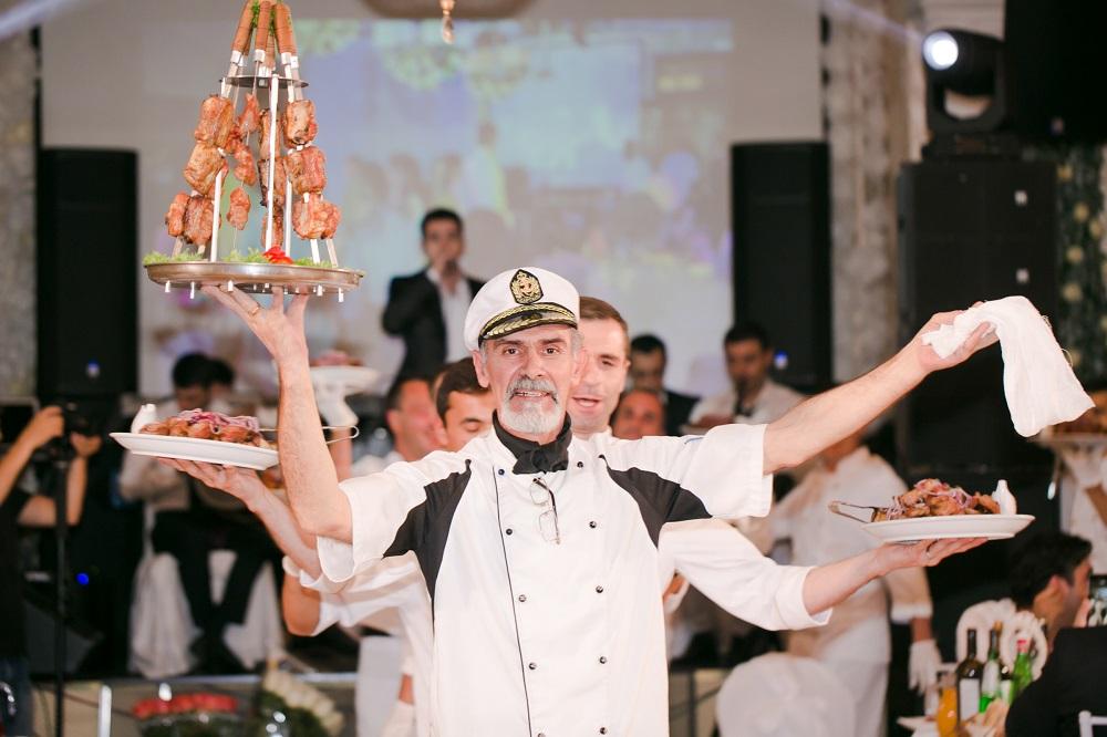 Фирменная подача блюда шеф-поваром в Марфино
