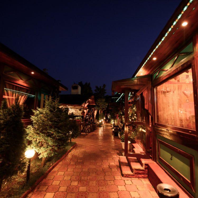 Ресторанный дворик улица